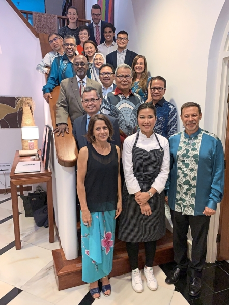 Goledzinowski (first row, right), his wife Lyn Allan (first row, left) flanking Chan at a dinner they hosted for Malaysian ministers, deputy ministers and other VIPs at the High Commissioner's residence in KL.