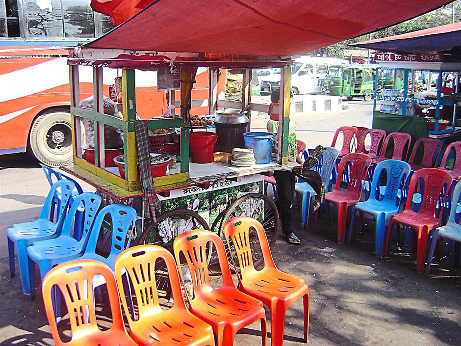 Makeshift food stalls, like this one outside Dhaka University, can be found everywhere.