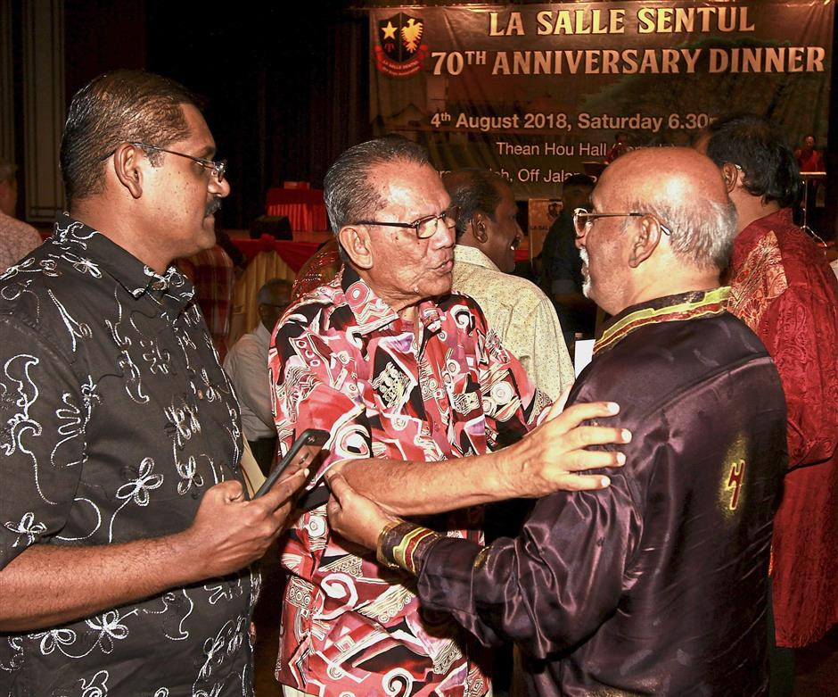 Sta Maria (centre) greeting former students and teachers at La Salle Sentul's 70th anniversary dinner.