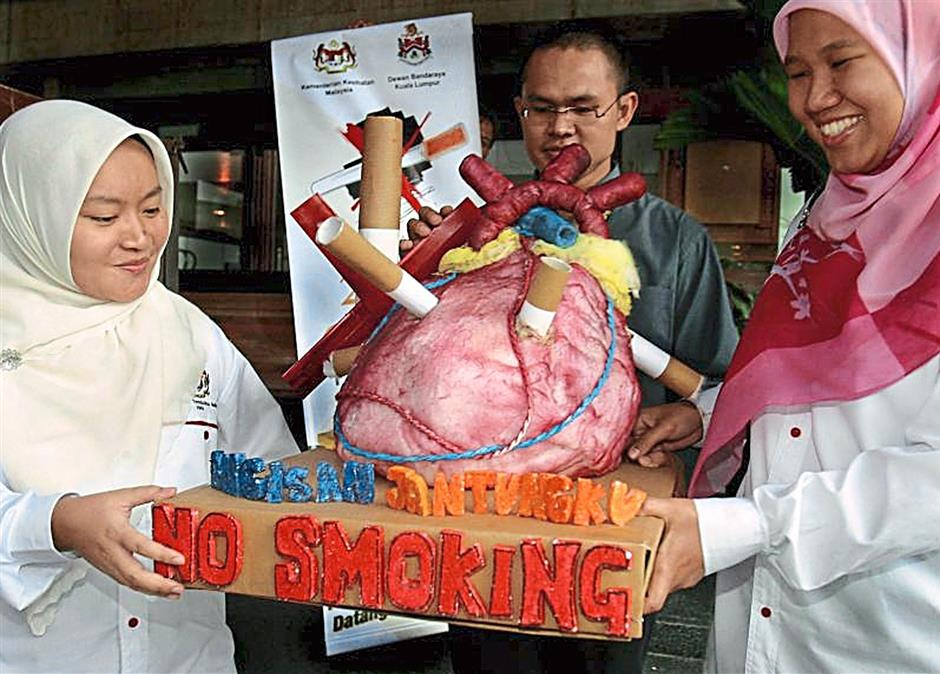 7 - Professional help - Individuals can seek the help and advice of just about any healthcare professional from general practitioners to dentists and even pharmacists. In Malaysia, there are around 300 government-run 'quit smoking clinics' that many people are not aware of.Filepix for MOB's Top 10 Tips to Quitting Smoking