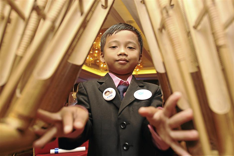 One of the 50 talented children chosen for the Dutch Lady Malaysia Inspire Tomorrow Campaign, nine-year-old Mohamad Islah Hakim Ismail from Kota Tinggi, Johor gave an outstanding traditional angklung performance