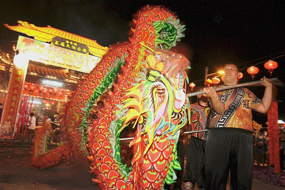 A dragon dance performance during the annual flame-watching ceremony at the temple. — Photos: CHAN BOON KAI/The Star