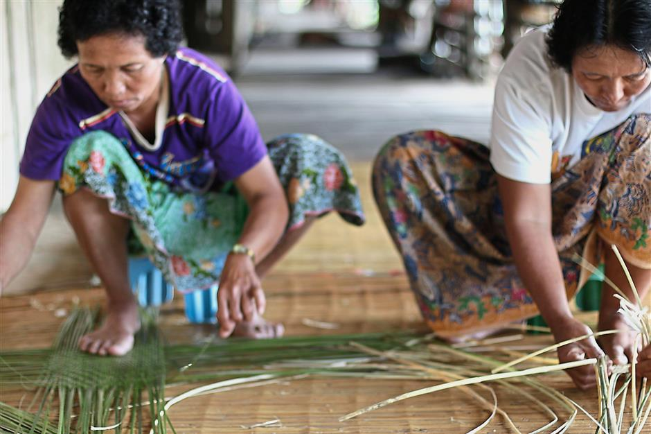 Catama Borneo works with about 60 women between the ages of 16 and 60 who are now actively involved in the weaving process.