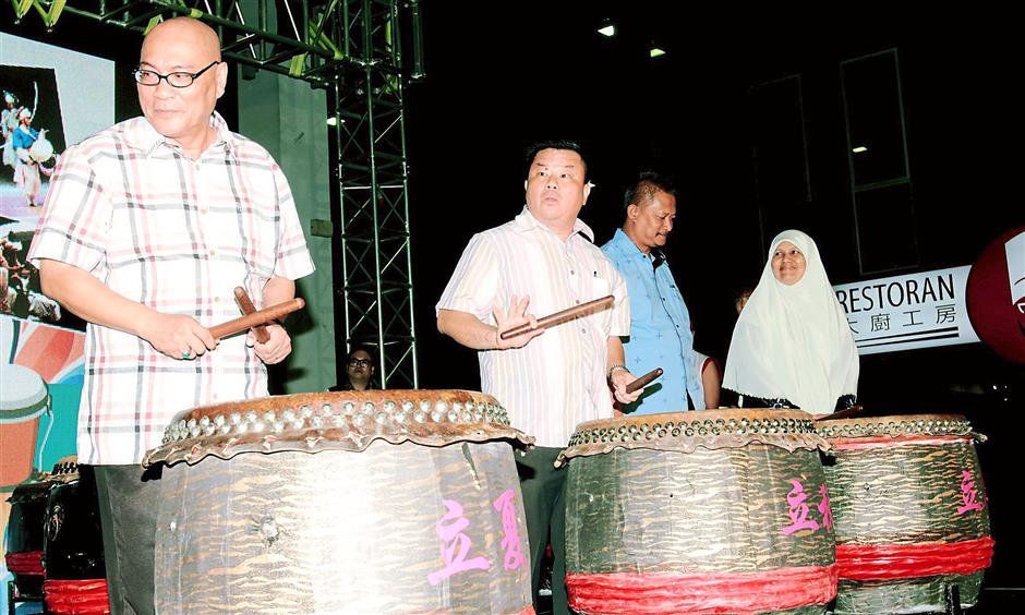 Testing, testing 1,2,3 ... : (From left) Nor Hisham together with MPSJ councillors Loka Ng, Jaberi Ami and Norzaihan Ismail during the opening ceremony.