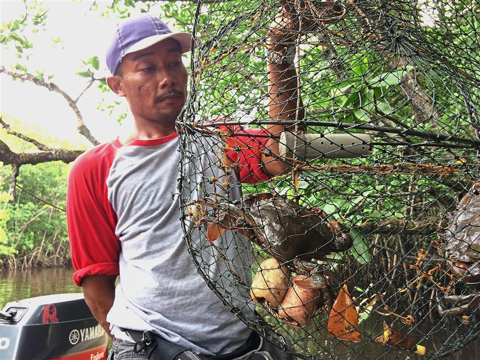 A local fisherman with his freshly caught mudcrab.