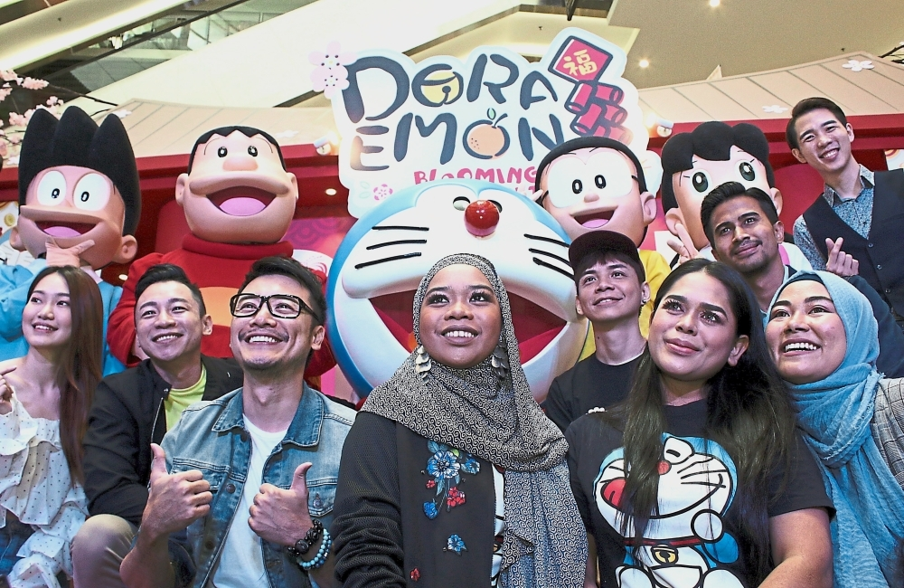 (From left) Haslina, Chow and Tan at the launch of Paradigm Mall's Chinese New Year celebrations. — Photos: NUR ATHIRAH FARHANA/The Star