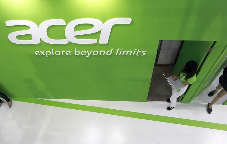 An employee uses an Acer laptop at the company\'s booth during the 2014 Computex exhibition at the TWTC Nangang exhibition hall in Taipei June 3, 2014. REUTERS/Pichi Chuang/Files
