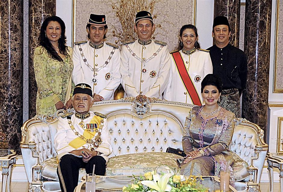 Family album: Taib and Ragad with his children (from left) Jamilah, Datuk Seri Mahmud Abu Bekir, Datuk Seri Sulaiman, Datuk Hanifah and her husband Datuk Syed Ahmad Alwee Alsree.