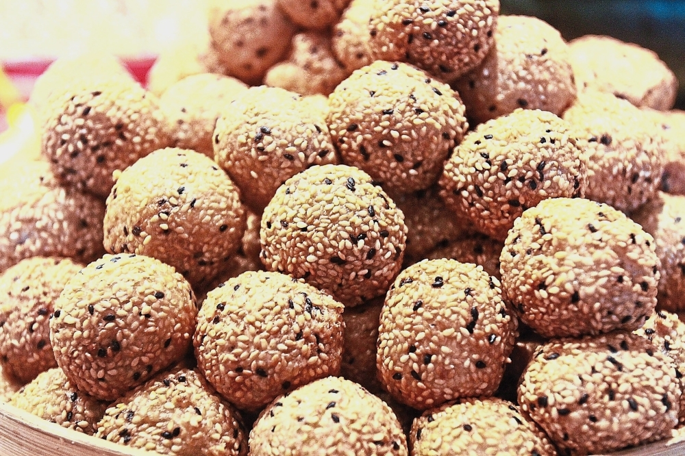 Glutinous rice balls with stuffing.