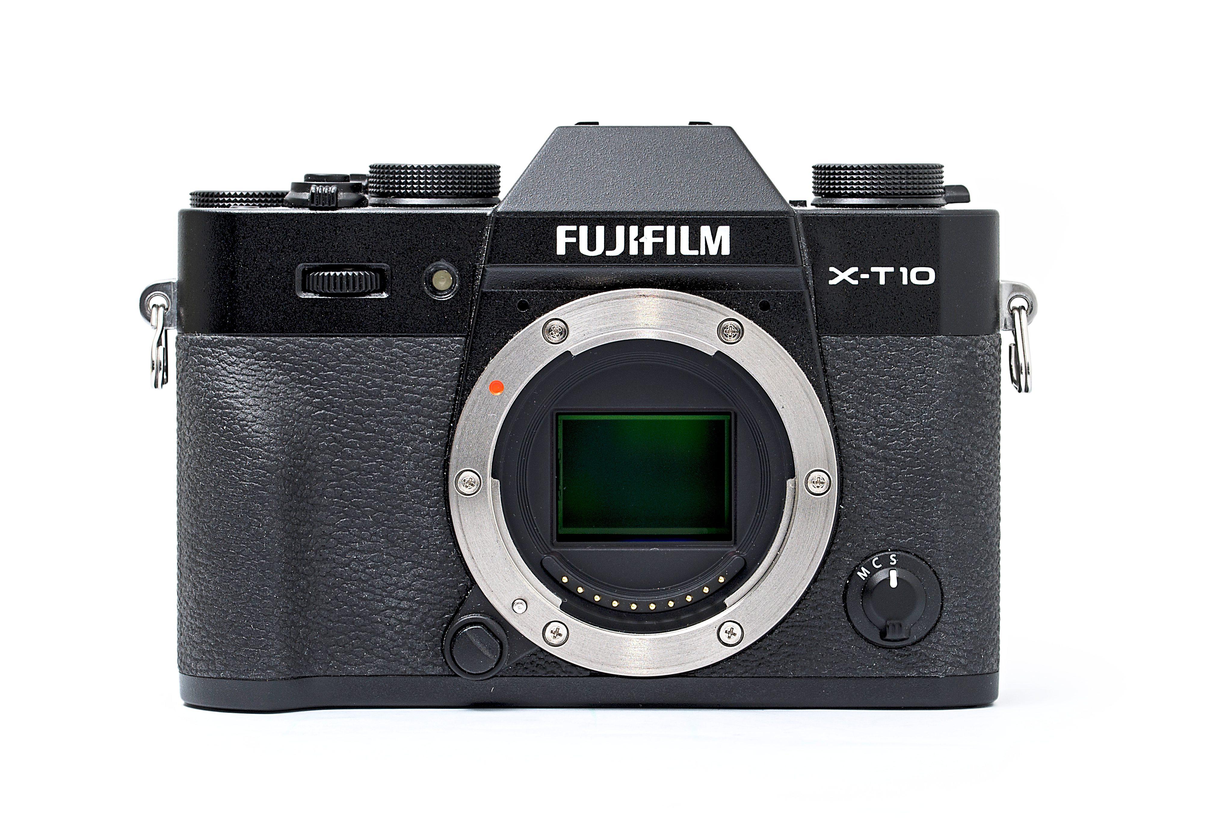 Large sensor, small camera: despite its compact size, the Fuji X-T10 has a larger sensor than Micro Four Thirds cameras