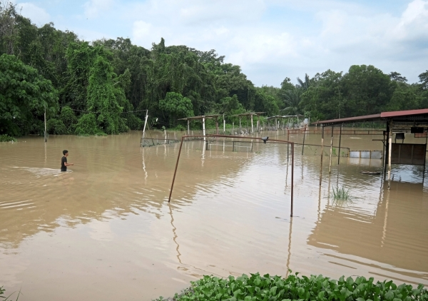 Melaka government has embarked on initiatives to find a permanent solution to the flooding problem in the state. — Filepic