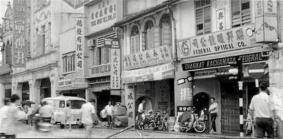 Bustling area: Jalan Tun HS Lee in the 1960s. Photo obtained from the Internet (bonescythe.blogspot.com)