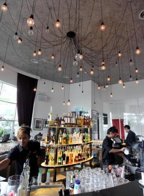 Unwind: Enjoya drink andcasualconversationsat the Oval Bar.