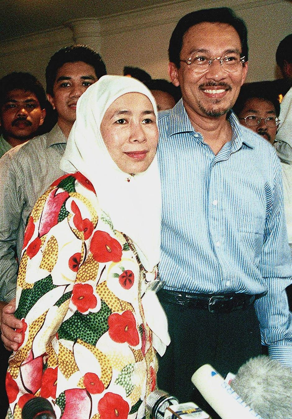 Through thick and thin: Dr Wan Azizah giving her husband moral support after Anwar gave a press conference to explain his removal as deputy prime minister at his residence in Bukit Damansara in 1998.