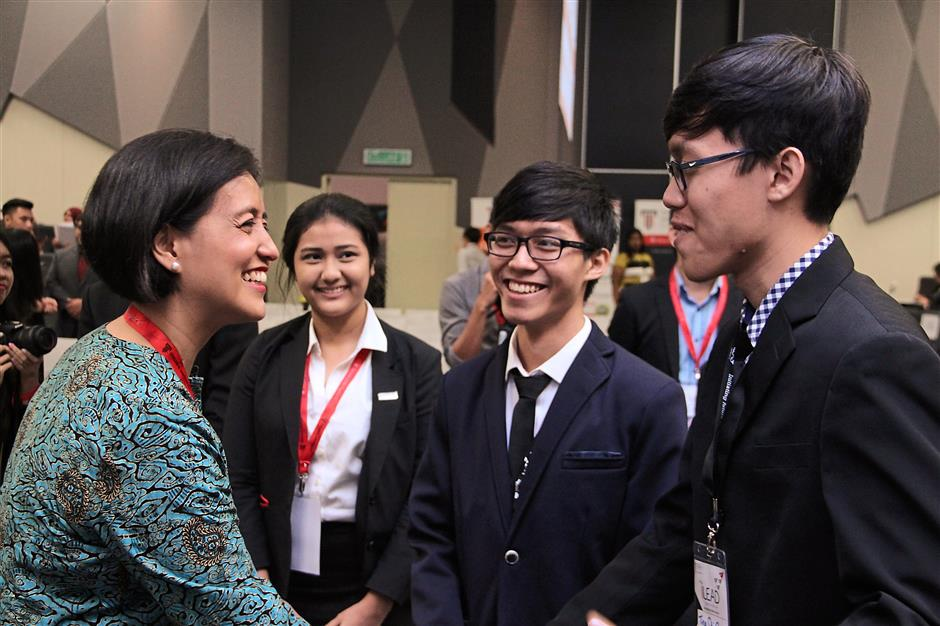 Opportunities to Shine: Through the universitys programmes, Taylors University students have the opportunity to meet, hear and learn from the stories and experiences of industry heads, such as Air Asia Bhd CEO Aireen Omar (left).