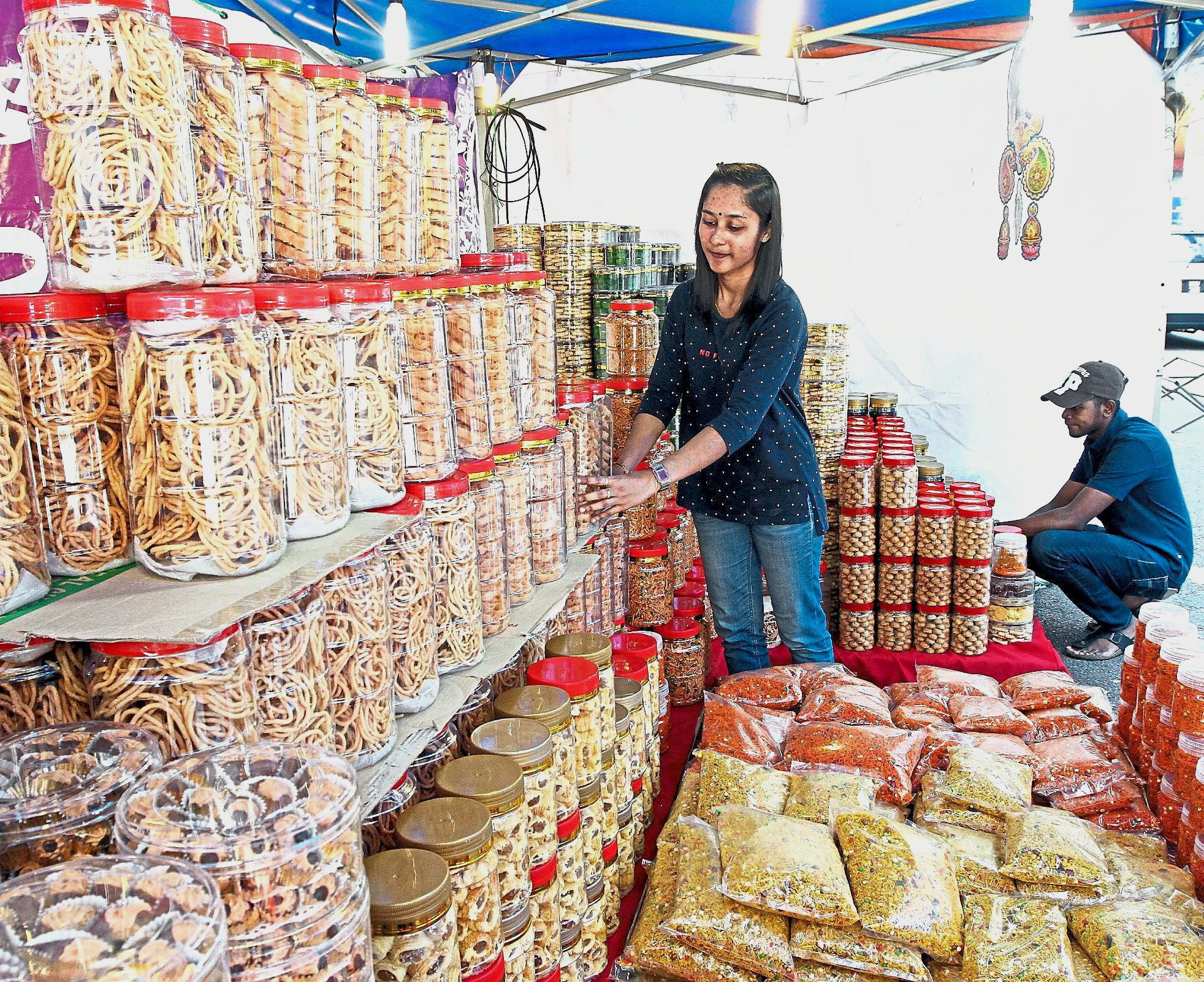 Deepavali bazaar in full swing at Lorong Tuanku Abdul Rahman and Jalan Masjid India. — filepic