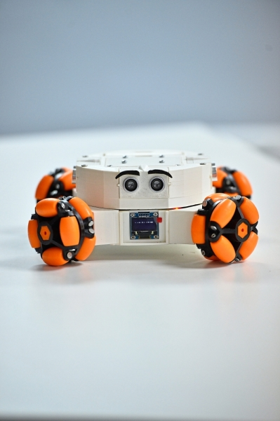 Rookie, a lightweight and easy to assemble mobile robot.