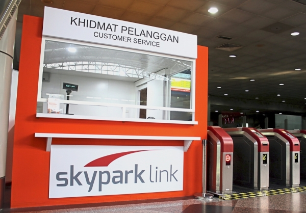 There were no staff at the Skypark Link customer service counter as there were hardly any passengers to cater to.