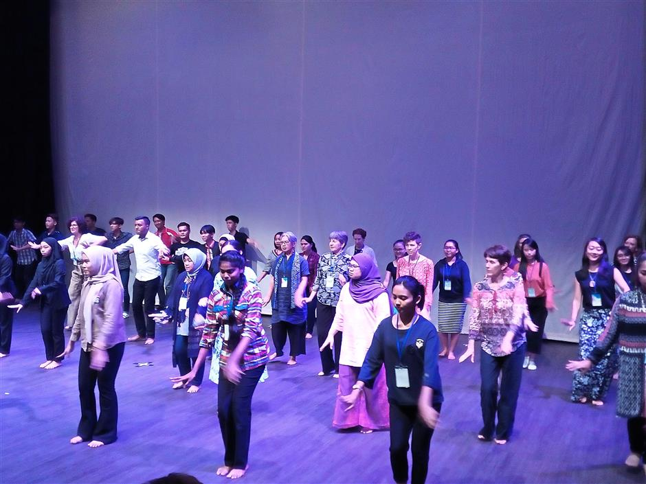 Conference delegates learning a Malay traditional dance. — REVATHI MURUGAPPAN/The Star