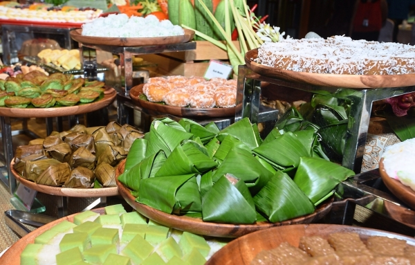 For dessert, guests can choose from a variety of Malaysian kuih.