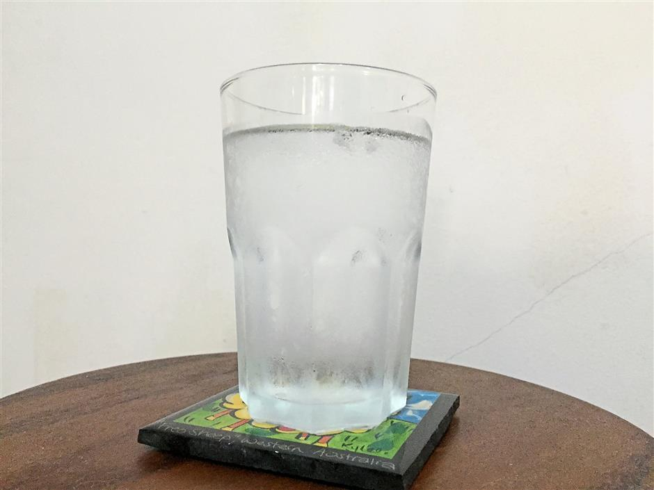 2. When cold glass is left on a wooden furniture without a coaster, it can leave water ring marks. To remove, simply apply petroleum jelly overnight and wipe clean the next day.