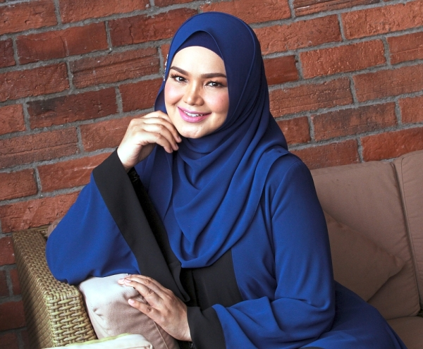 Soulful voice: Dr Mahathir named Siti Nurhaliza as his favourite local singer.