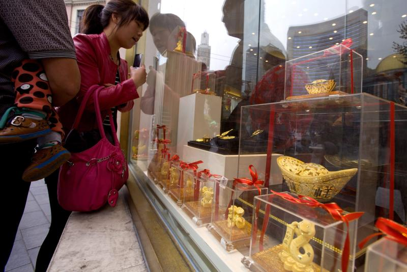The People\'s Bank of China says its propose the new rules would allow bank members of the Shanghai Gold Exchange, as well as gold producers with an annual output of more than 10 tonnes, to apply for import and export licenses u2013 EPA photo.