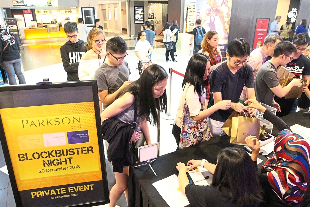 Parkson Card Members registering for the movie u2018Bumblebeeu2019 during the Parkson Blockbuster Night in GSC 1 Utama, Petaling Jaya.