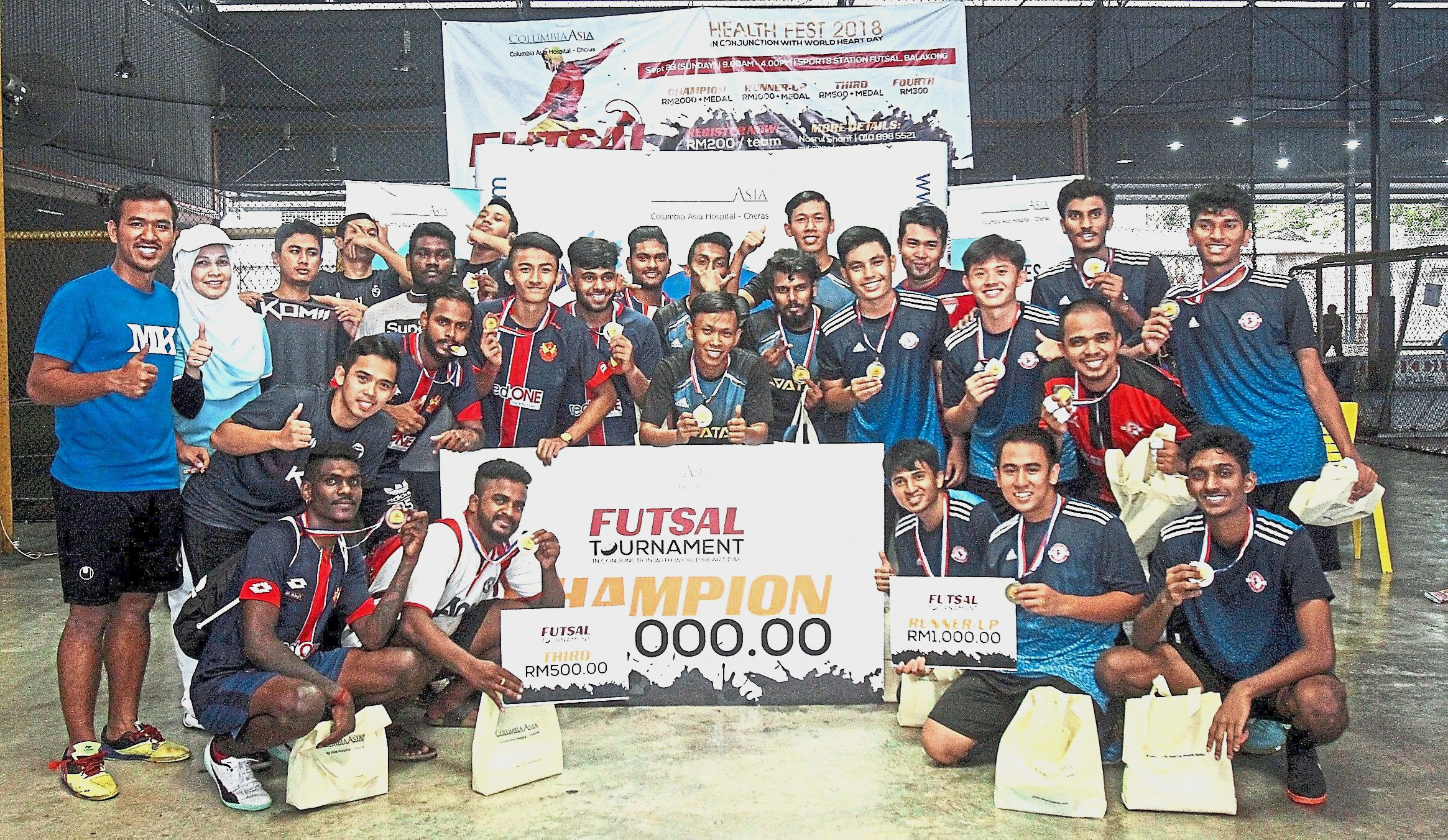 Engku Marina (standing second from left) with the top four teams of the tournament.