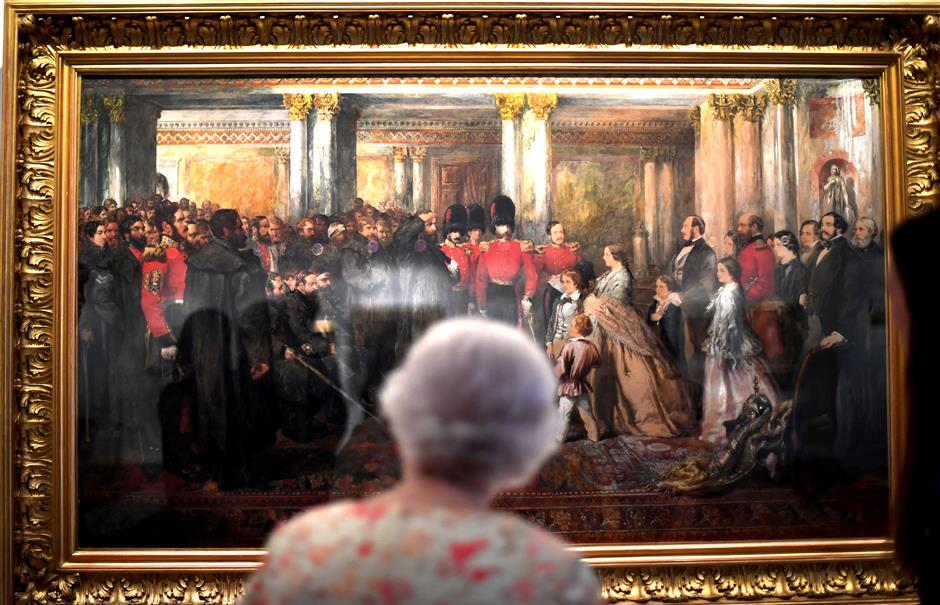 REFILE - ADDING BYLINE   Britain's Queen Elizabeth II looks at a painting of Queen Victoria inspecting wounded Coldstream Guardsmen, 1855, by John Gilbert, as part of the special exhibition celebrating the 200th anniversary of the birth of Queen Victoria which marks this year's Summer Opening of Buckingham Palace in London, Britain, July 17, 2019. Victoria Jones/Pool via REUTERS