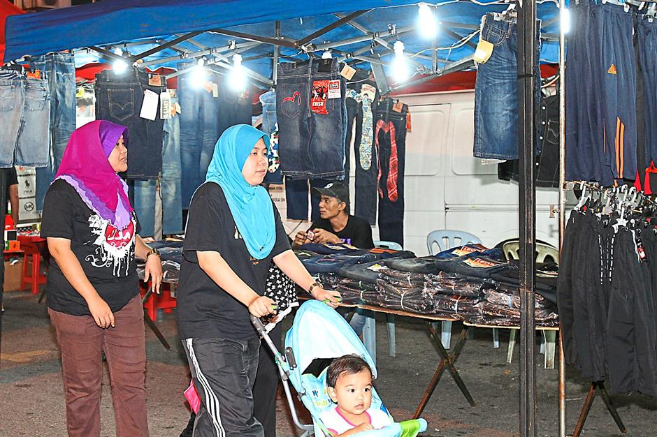 The Danau Kota Uptown bazaar is packed with visitors, especially on weekends and school holidays.