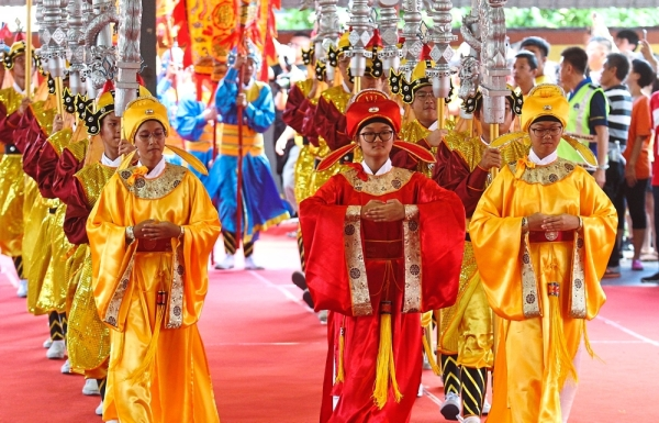 Kajang's SMJK Yu Hua students dressed in traditional robes, paying tribute to the Empress of Heaven during the grand prayer ceremony.