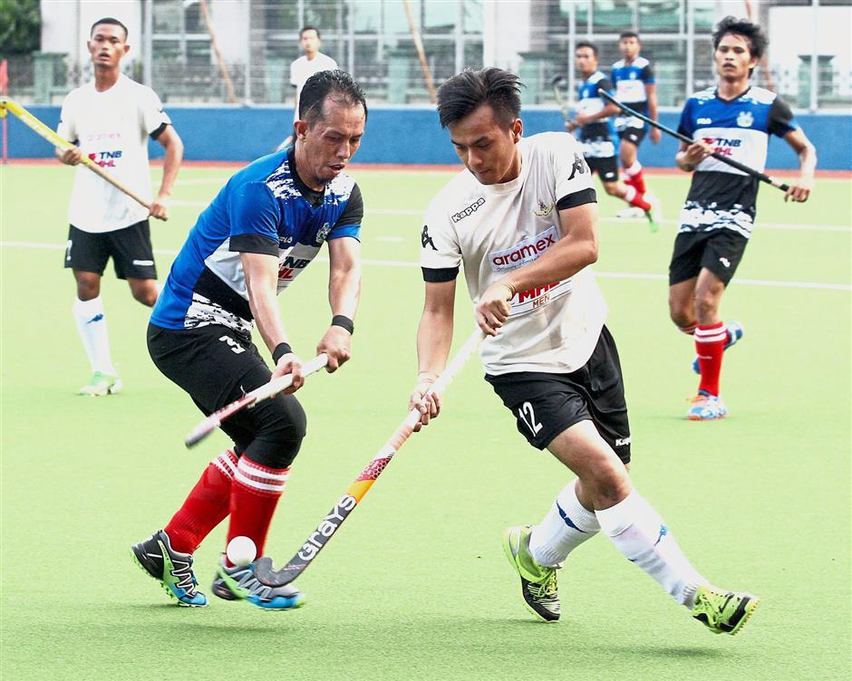 Selangor's Muhammad Faisal Kamaruddin steals possession from MBI's Mohd Fadzli Anuar in their final group match.