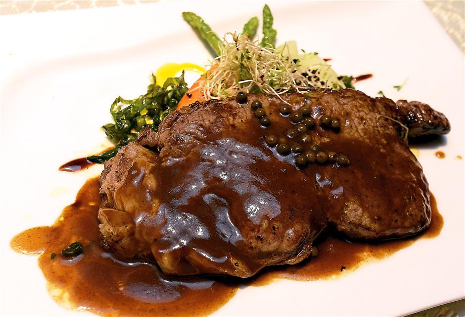 5. A big portion of big portion of Pan Seared Sirloin of Black Angus Beef, Truffle Potato, Baby Carrots, Fine Beans and Signature Sarawak Black Pepper is worth your money if you are coming for dinner with an empty stomach.