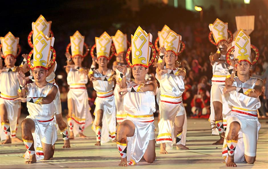 "Participants performing a dance from Thailand in line with the show's theme ""The Colours of the World"""