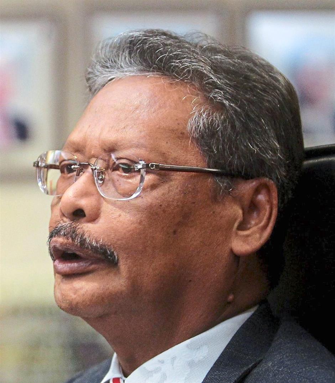 Attorney-General Tan Sri Mohamed Apandi Ali speaks during a press conference at his office in Putrajaya. AZHAR MAHFOF/The Star (13/10/2015)