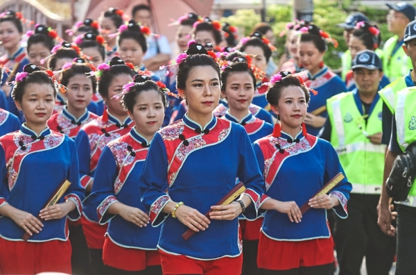 The 52 women in traditional Meizhou costumes sporting the unique sailboat-shaped hairstyle were the highlight of this year's celebration.