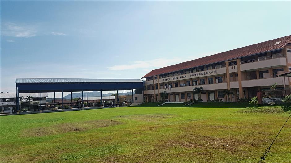 The Chinese primary school in Kampung Baru Tanah Hitam is facing a fast dwindling enrolment. pix by foong pek yee.