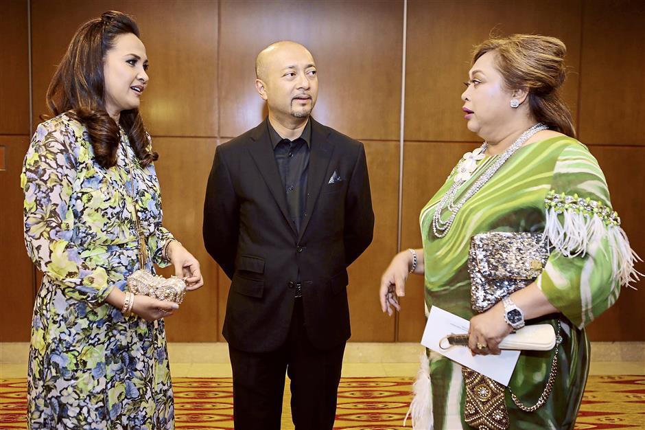 Mingle time: Datuk Seri Mukhriz Mahathir (centre) and wife (left) Datin Paduka Norzieta Zakaria catching up with guest Tengku Muhaini Sultan Ahmad Shah before the gala dinner.