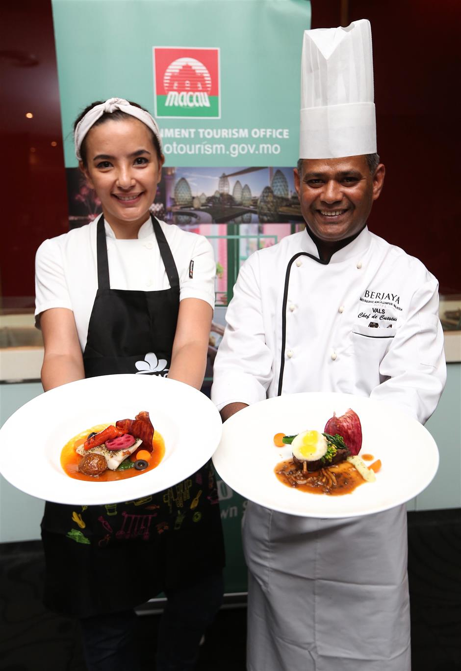 Barros (left) and Valmurugan showing their dishes at the Macao and Malaysia Chef Exchange Dinner at the Samplings on the Fourteenth Restaurant.