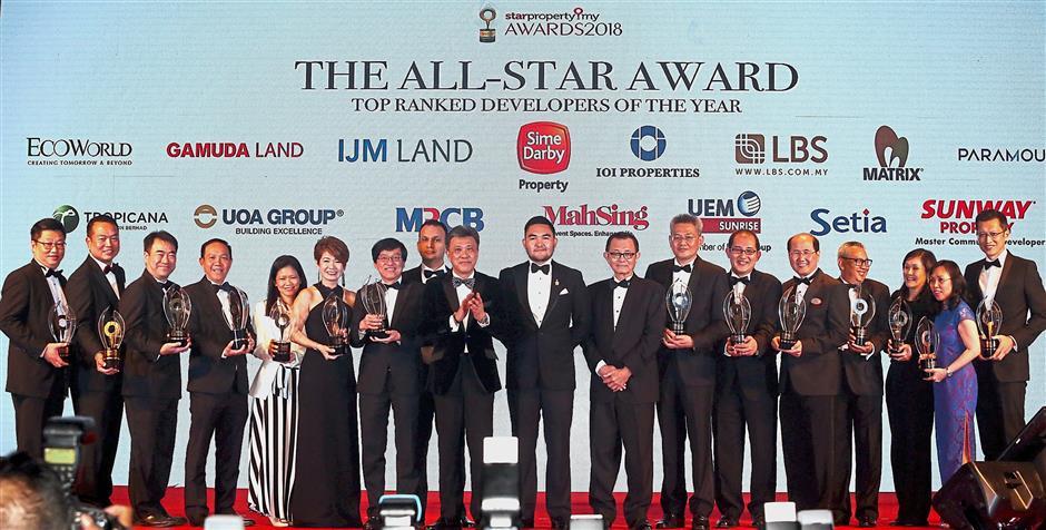 Winners all: Top Ranked Developers of the Year Award with Raja Muda Selangor Tengku Amir Shah Sultan Sharafuddin Idris Shah at the StarProperty.my Awards Night 2018. Celebrating with the recipients are <a href='/business/marketwatch/stocks/?qcounter=STAR' target='_blank'>Star Media Group Bhd</a><a href='http://charts.thestar.com.my/?s=STAR' target='_blank'><img class='go-chart' src='https://cdn.thestar.com.my/Themes/img/chart.png' /></a> chairman Datuk Fu Ah Kiow (on Tengku Amir's left) and Wong (on Tengku Amir's right). The winners are (from left) <a href='/business/marketwatch/stocks/?qcounter=TROP' target='_blank'>Tropicana Corp Bhd</a><a href='http://charts.thestar.com.my/?s=TROP' target='_blank'><img class='go-chart' src='https://cdn.thestar.com.my/Themes/img/chart.png' /></a> group MD Datuk Andy Khoo, <a href='/business/marketwatch/stocks/?qcounter=ECOWLD' target='_blank'>Eco World Development Group Bhd</a><a href='http://charts.thestar.com.my/?s=ECOWLD' target='_blank'><img class='go-chart' src='https://cdn.thestar.com.my/Themes/img/chart.png' /></a> president and CEO Datuk Chang Khim Wah, Gamuda Land CEO Ngan Chee Meng, IJM Land Bhd central region senior GM Datuk Hoo Kim See, <a href='/business/marketwatch/stocks/?qcounter=IOIPG' target='_blank'>IOI Properties</a><a href='http://charts.thestar.com.my/?s=IOIPG' target='_blank'><img class='go-chart' src='https://cdn.thestar.com.my/Themes/img/chart.png' /></a> Corp Bhd executive director Lee Yoke Har, <a href='/business/marketwatch/stocks/?qcounter=LBS' target='_blank'>LBS Bina Group Bhd</a><a href='http://charts.thestar.com.my/?s=LBS' target='_blank'><img class='go-chart' src='https://cdn.thestar.com.my/Themes/img/chart.png' /></a> executive director Datuk Cynthia Lim, <a href='/business/marketwatch/stocks/?qcounter=MAHSING' target='_blank'>Mah Sing Group Bhd</a><a href='http://charts.thestar.com.my/?s=MAHSING' target='_blank'><img class='go-chart' src='https://cdn.thestar.com.my/Themes/img/chart.png' /></a> C