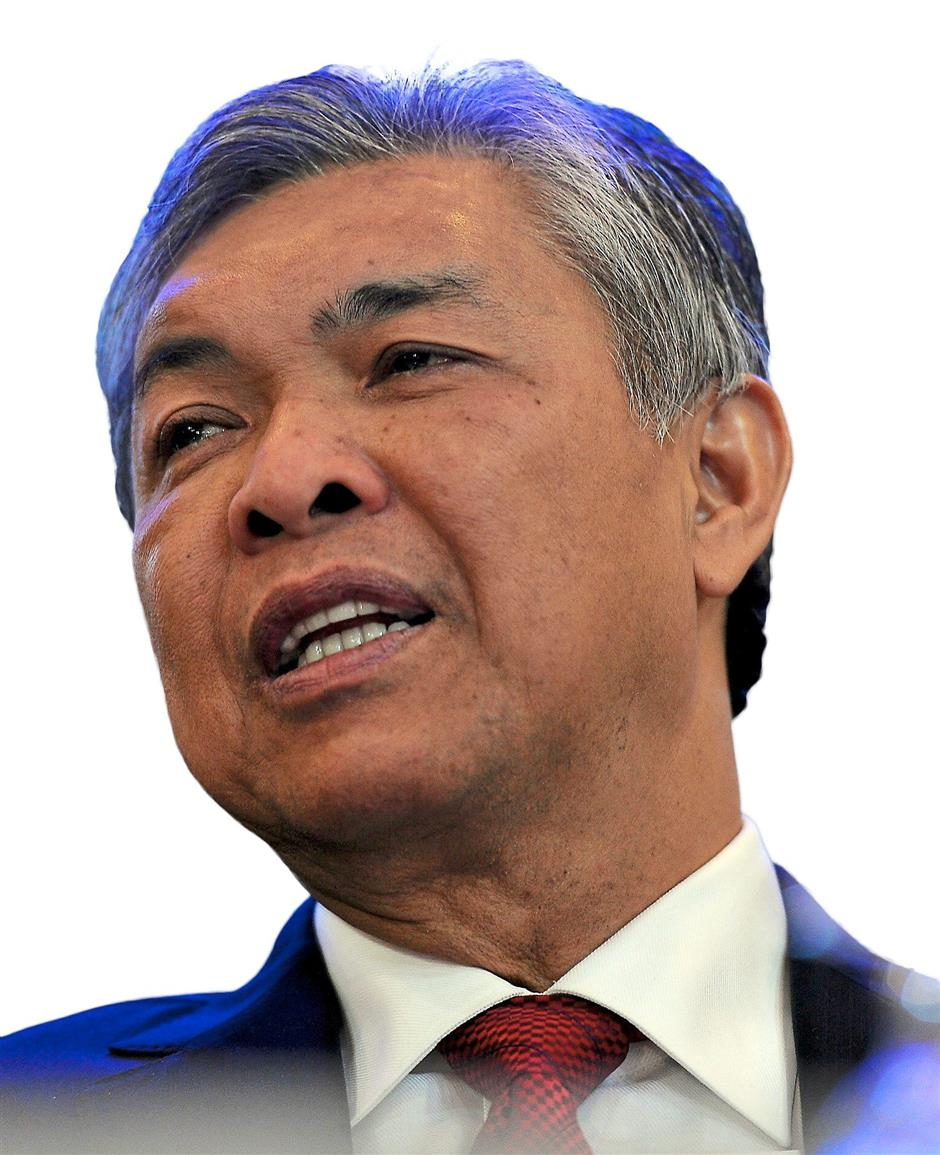 KUALA LUMPUR, 21 Okt -- Timbalan Perdana Menteri, Datuk Seri Dr Ahmad Zahid Hamidi pada sidang media selepas majlis perasmian 4th General Police and Equipment Exhibition and Conference (GPEC) di PWTC hari ini.--fotoBERNAMA (2015) HAK CIPTA TERPELIHARA