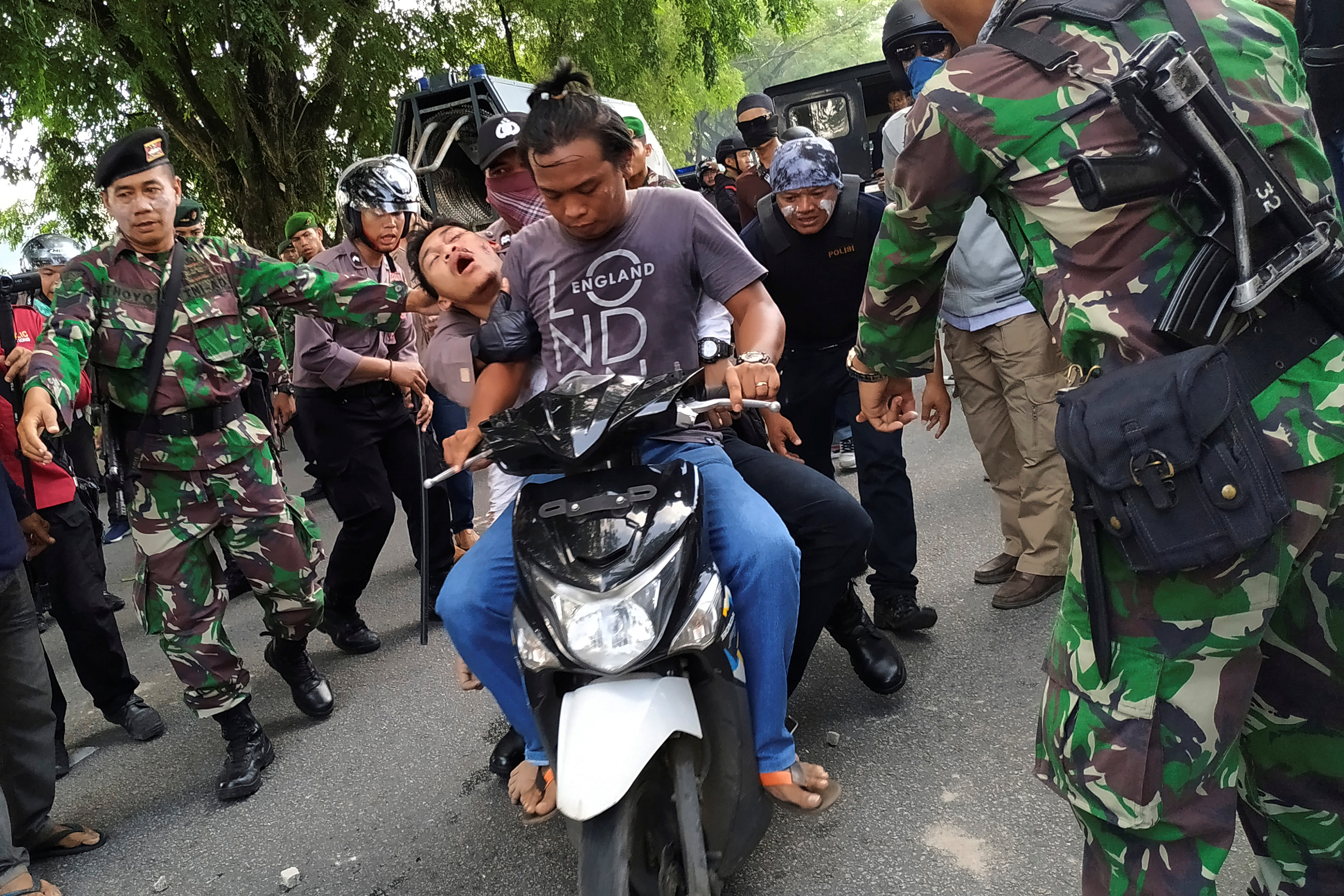 Riots Linked To Indonesian Polls Spread To Pontianak In Kalimantan The Star