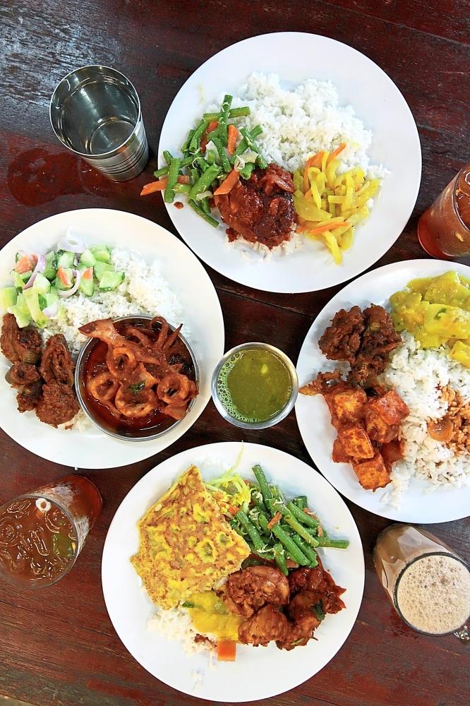 SS Spicy Food (Bawah Pokok Kampung Attap) serves fish sambal, sotong sambal, fried liver and a variety of vegetables as well.