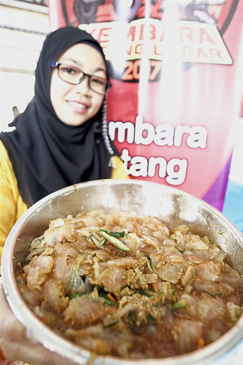 Azila Abdul Aziz showing the jellyfish umai dish.