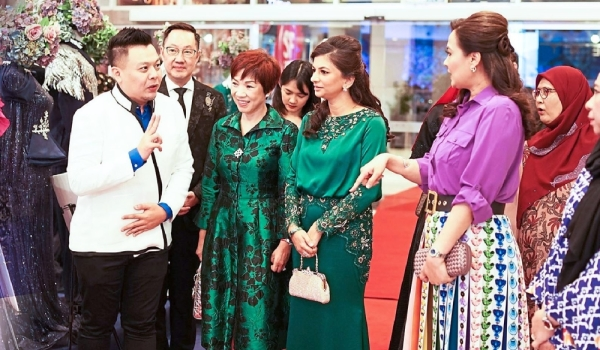 (From left) Chin, Sonny, Suryani, Grace, Che Puan Muda Zaheeda Mohamad Ariff and Norzieta having a chat at Kedah Fashion Week 2019.