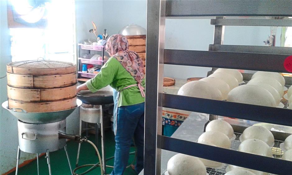 Workers preparing the pau in the pau shop in Batu Arang