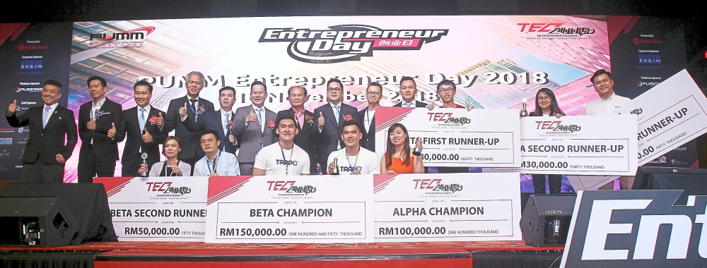 (From sixth left) Ang, Sungei Pelek assemblyman Ronnie Liu and See with the Alpha and Beta winners of the The Entrepreneur Colosseum.