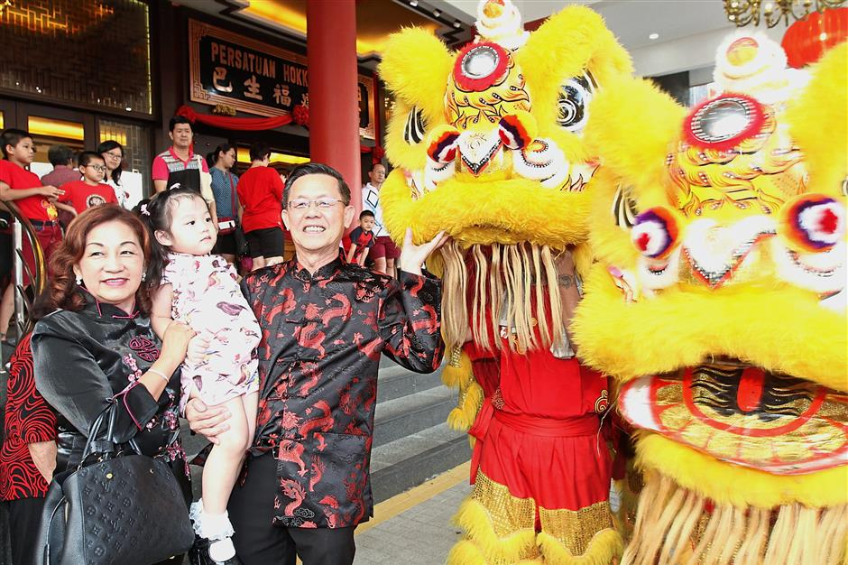 Teh (third from left) greeting the lions at last year's Chap Goh Meh celebration organised by the Klang Hokkien Association.