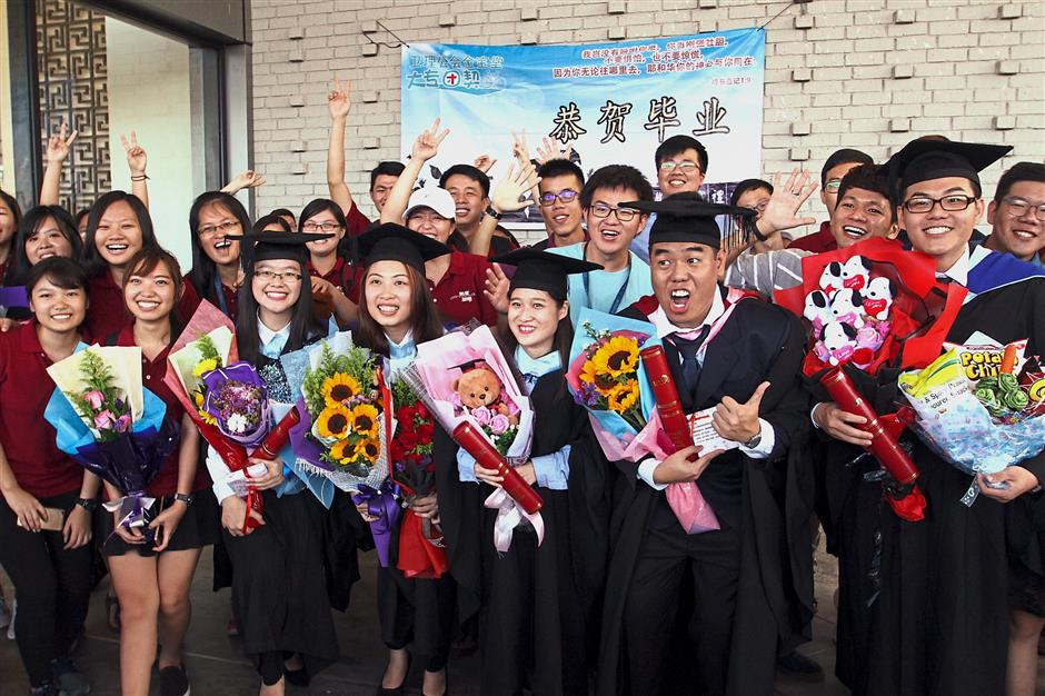 Many of the graduates were seen posing for group photos with their friends.